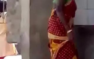 Chap-fallen indian aunty exposing her nude body