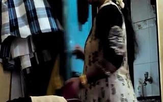 Desi Randi Bhabhi Changing Rags