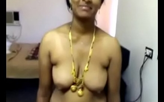 VID-20071118-PV0001-Nellore (IAP) Telugu 40 yrs grey married beautiful, hot and sexy housewife aunty Vinitha showing her boobs and pussy sex porn video